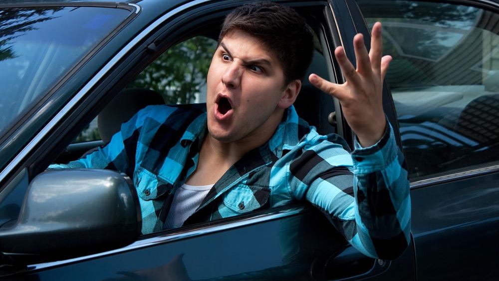 Insulto entre Motoristas é Infração?