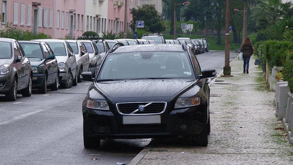 Estacionar na calçada não é Infração de Trânsito