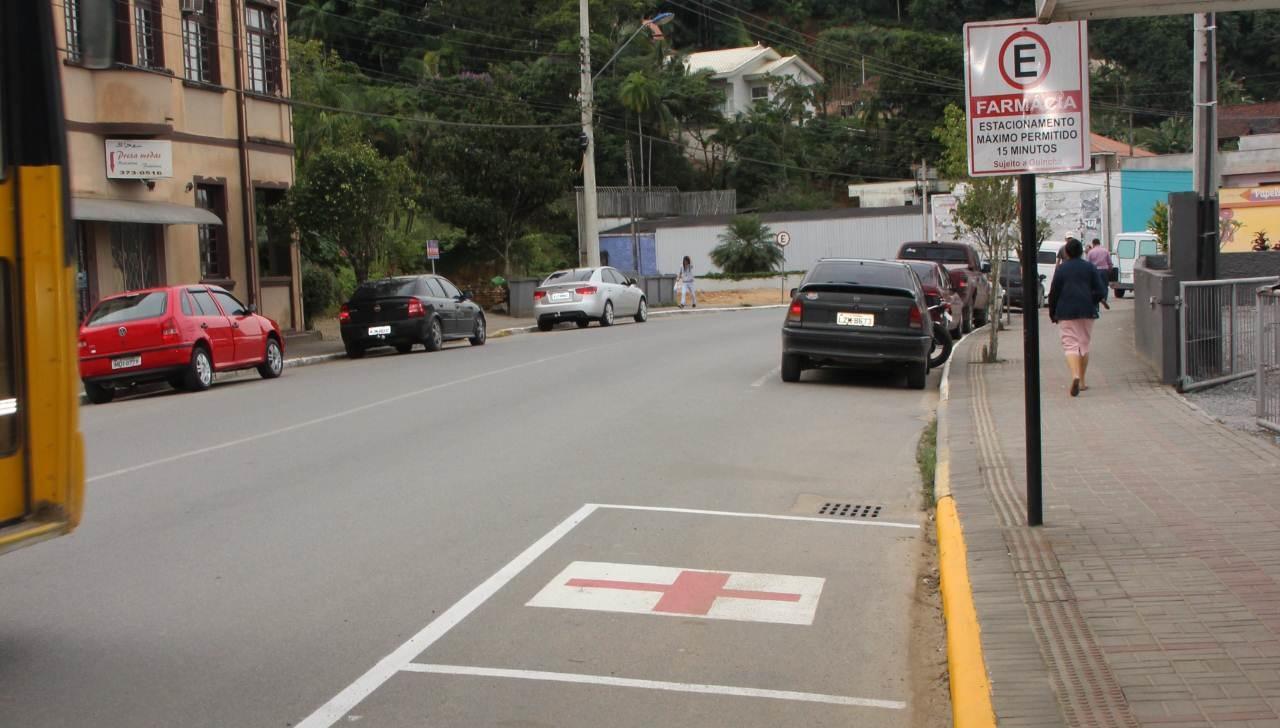 Multa por estacionar em vaga reservada pode ser irregular