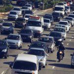 O Motociclista pode ser multado por andar nos corredores entre veículos?