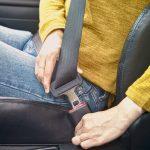Passageiro habilitado que estiver sem o cinto, perde pontos na CNH?