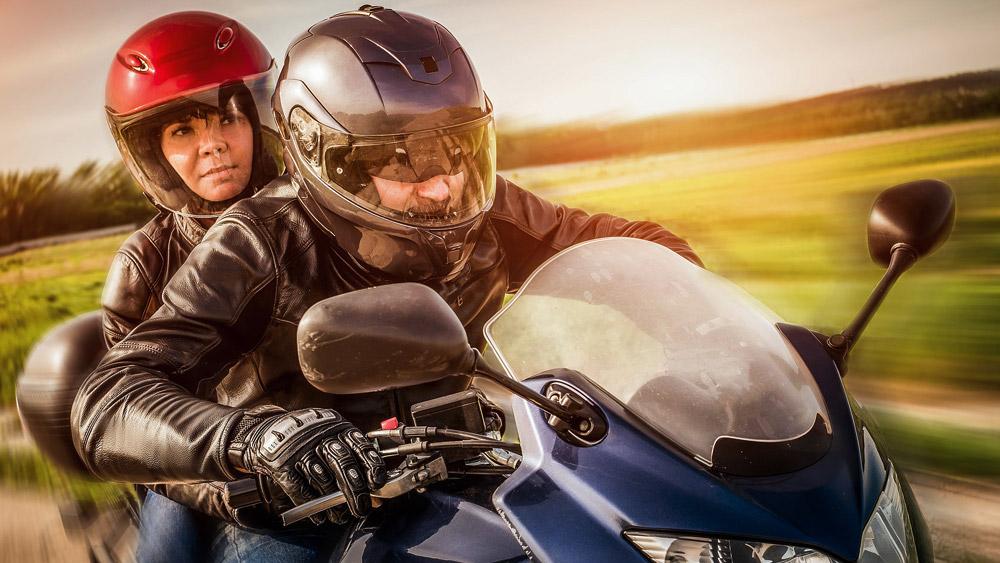 Passageiro de motocicleta não precisa de viseira no capacete?
