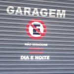 Dano moral por estacionar em frente garagem