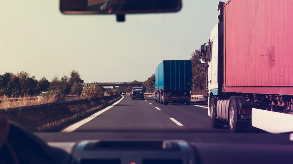 10 coisas que todo motorista de carro precisa saber sobre caminhões antes de pegar a estrada