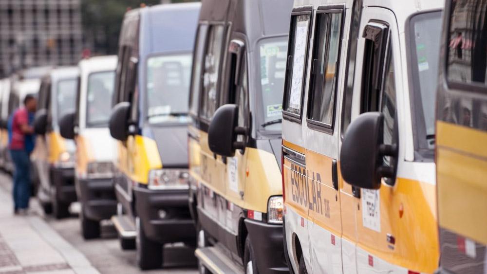 Com CNH de categoria E não pode fazer curso de transporte coletivo ou escolar