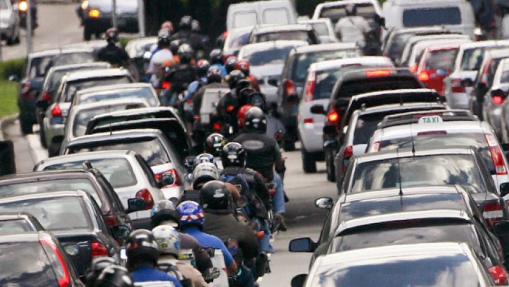 Lei que autoriza explicitamente o trânsito de motocicletas no corredores é aprovada no CCJ