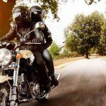 Multa por conduzir motocicleta com farol apagado pode ser ilegal