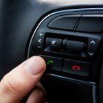 Usar o Bluetooth para fazer ligações enquanto dirigir é infração de trânsito?