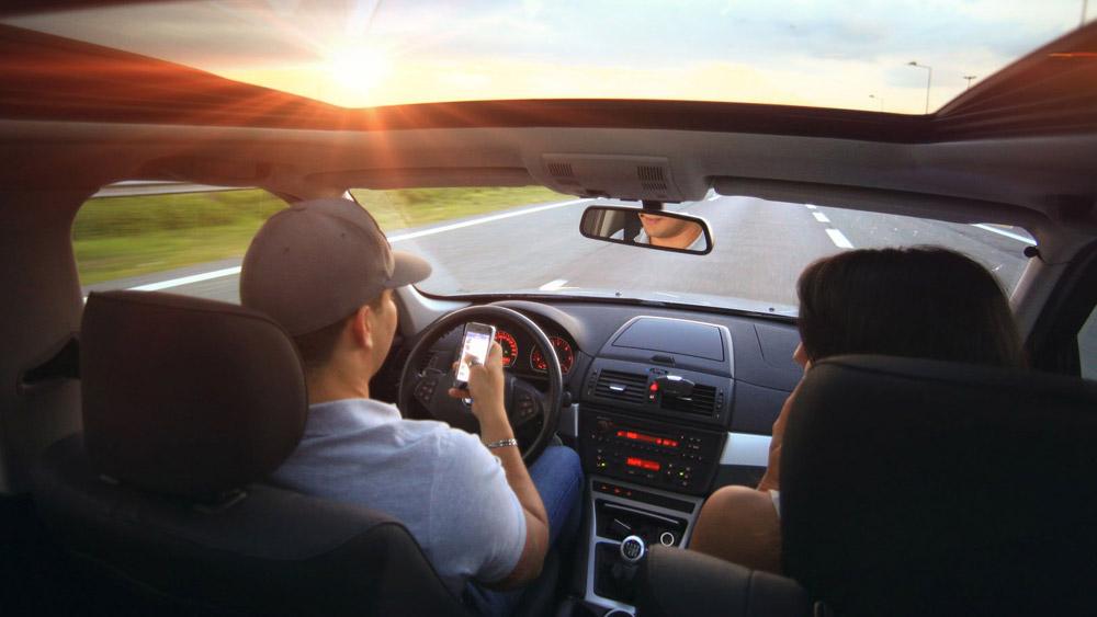Rede social bane streamers por live ao volante