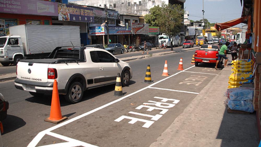 Utilização de cones para resguardar vaga ou área em frente comércio