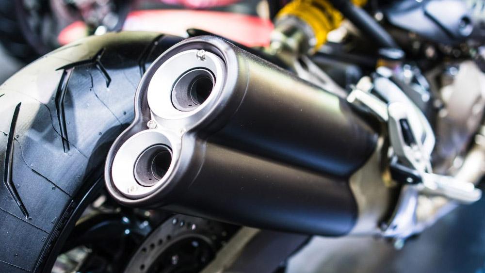 Trocar o escapamento da motocicleta para um modelo esportivo, é permitido?