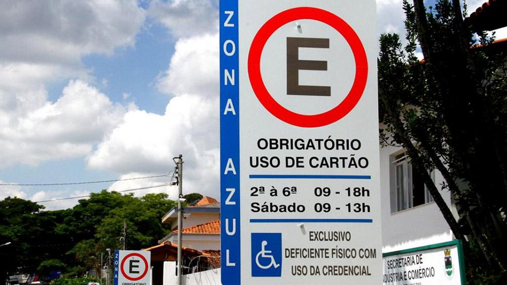 Zona azul - o estacionamento rotativo na via pública