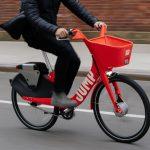 Bicicleta elétrica é multada e apreendida porque o condutor não tinha habilitação