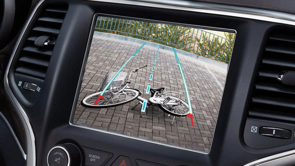Detran não permite câmera de ré nos carros de autoescola