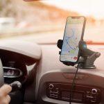 Celular no viva-voz enquanto dirige, é infração?