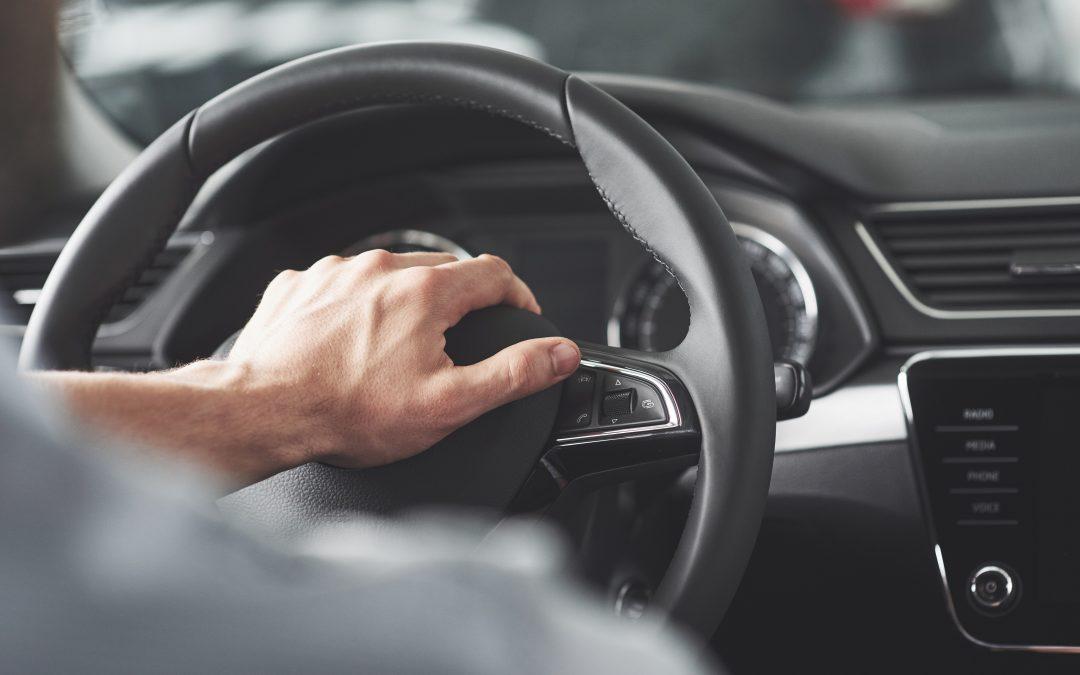 Quem é o responsável por infração de trânsito cometida durante aulas na autoescola?